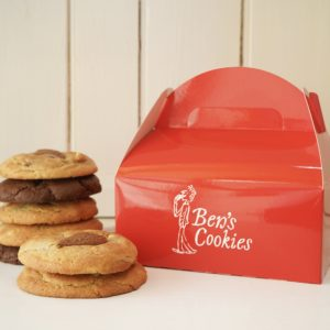 Our small Ben's box comes with 5 cookies and we give you 2 extra FREE. Called bestseller for a reason! Grab one, fill it & find out what's your favourite flavour